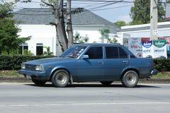 Gammal personbil, Toyota Corolla royaltyfri fotografi