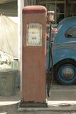 gammal petrolstation Royaltyfri Foto