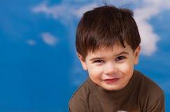 gammal pojke le tre år Arkivbild