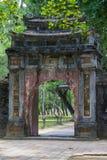 Gammal port i imperialistiska Minh Mang Tomb i ton Arkivfoto