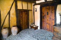 Gammal portalingång till ett hus Arkivfoto