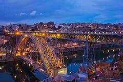 gammal porto portugal för natt town fotografering för bildbyråer
