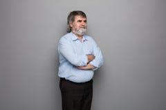 Gammal professor med grått hår royaltyfria bilder