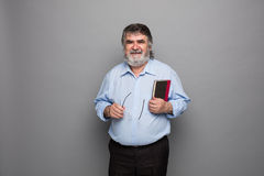 Gammal professor med grått hår royaltyfria foton