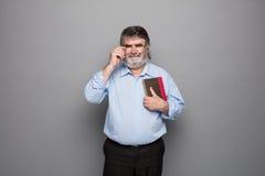 Gammal professor med grått hår royaltyfri fotografi