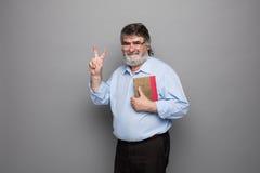 Gammal professor med grått hår royaltyfri bild