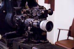 gammal projektor för film arkivbild