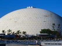 Gammal prydlig gåshangarkupol i den Long Beach hamnen, Kalifornien arkivfoton
