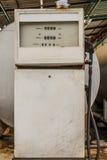 gammal pump för bränsle Arkivfoton