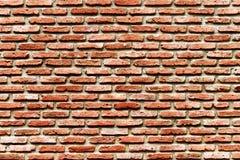 Gammal röd-brunt tegelstenvägg, gammalt bakgrundsbegrepp royaltyfri fotografi