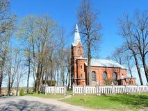 Gammal röd härlig kyrka, Litauen royaltyfri foto