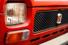 Gammal röd italiensk bil arkivbild