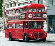Gammal röd routemasterLondon buss Arkivfoton