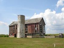 gammal röd silo för ladugårdland Arkivfoton