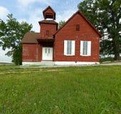 gammal röd skola för hus Arkivfoto