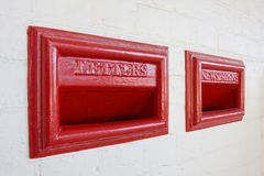 gammal röd stil för brevlåda Fotografering för Bildbyråer
