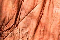 Gammal röd torkduk som bakgrund Arkivbild