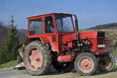 gammal röd traktor Royaltyfria Foton