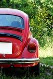 Gammal röd Volkswagen Beetle bil Royaltyfri Fotografi
