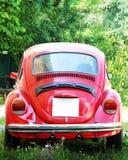 Gammal röd Volkswagen Beetle bil Arkivfoto