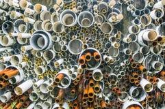 Gammal rörlinje och plast- rör för PVC Arkivbilder