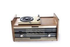 Gammal radio-grammofon som isoleras på vit bakgrund Fotografering för Bildbyråer
