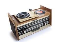 Gammal radio-grammofon som isoleras på vit bakgrund Arkivbild