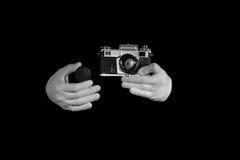 Gammal rangefindertappning och retro fotokamera med färgeffekt Arkivbilder