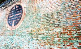 gammal röd vägg för tegelsten Arkivbild