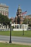 gammal red för domstolsbyggnad royaltyfria foton