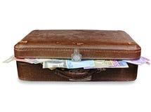 gammal resväska för fulla pengar Royaltyfri Bild