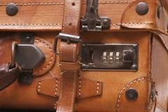 gammal resväska för läder Royaltyfri Bild