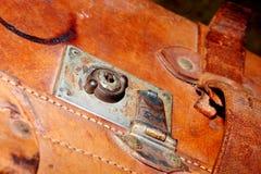 gammal resväska för läderlås Royaltyfri Fotografi