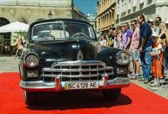 Gammal retro bil GAZ- 12 ZIM Arkivbild