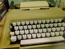 Gammal retro skrivmaskin, handstilmaskin - gammalt foto, tappningstileffekt fotografering för bildbyråer