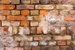Gammal riden ut tegelstenvägg, textur, bakgrund Royaltyfri Foto