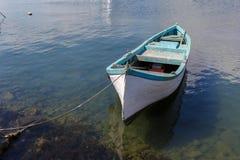 Gammal roddbåt Fotografering för Bildbyråer
