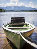 Gammal roddbåt Royaltyfri Foto