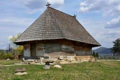 Gammal romanian träkyrka Royaltyfri Fotografi