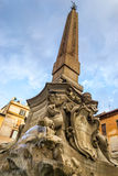Gammal romersk springbrunn Arkivbild