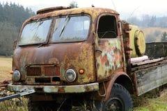 Gammal Rost-äten lastbil, Tjeckien, Europa arkivbild