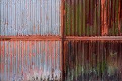 Gammal rost på zinkväggen fotografering för bildbyråer