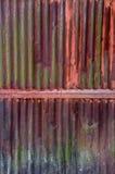 Gammal rost på zinkväggen arkivbilder