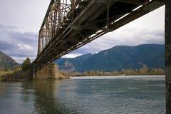 Gammal rostad bro fotografering för bildbyråer