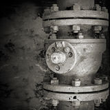 Gammal rostad industriell ventil Arkivbilder