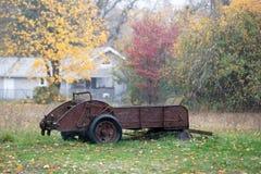 Gammal rostad jordbruks- utrustning för tappning royaltyfri bild