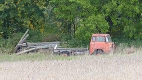gammal rostad lastbil Fotografering för Bildbyråer