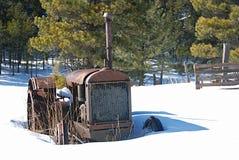 gammal rostad traktor Fotografering för Bildbyråer
