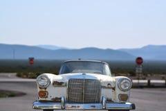 Gammal rostig bil på Route 66, Arizona Royaltyfri Fotografi