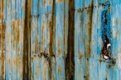 Gammal rostig blåaktig järnväggbakgrund med is Royaltyfria Bilder